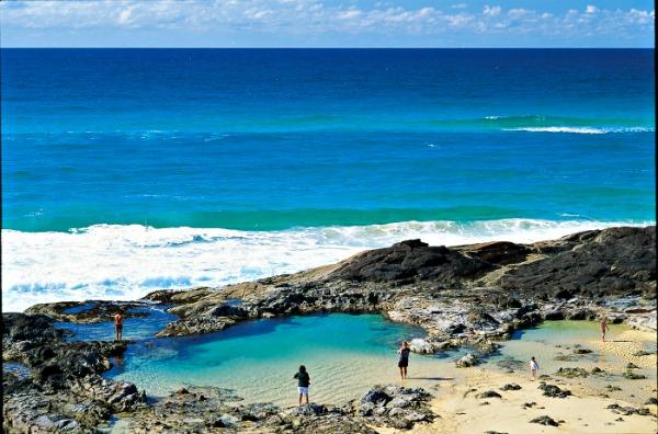 Champagne pools Middle Rocks on Fraser Island